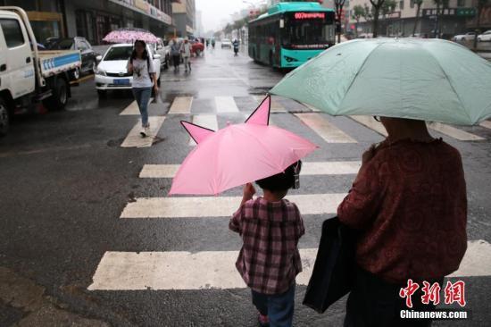 """西南等地有较强降雨 台风""""丹娜丝""""将在浙江近海北上"""