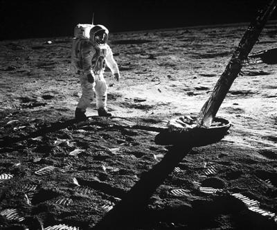 50年前,宇航员登月之路步步惊心