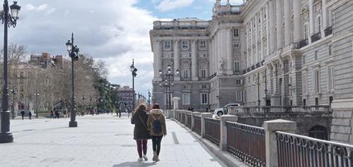 外媒:西班牙争抢中国游客 打造三毛线路