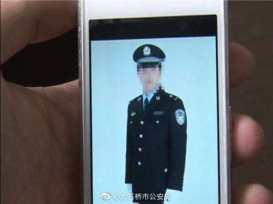 """男子短视频平台上冒充刑警""""骗财骗色""""被刑拘"""