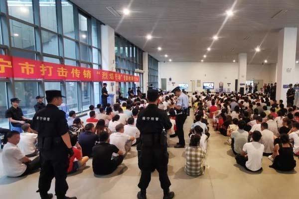 广西南宁凌晨突击抓获687名传销人员