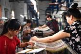 河南南召:地毯织出增收路