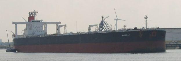 英国外交大臣证实,伊朗扣留两艘油轮其中一艘悬挂英国国旗