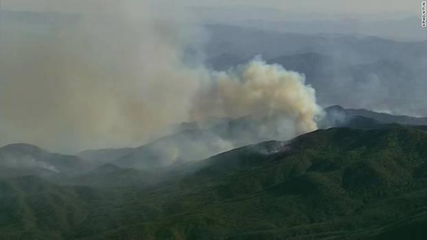 男人的资历 神话助力互联网企业美国亚利桑那州遭雷击起火 焚毁近7000英亩土地