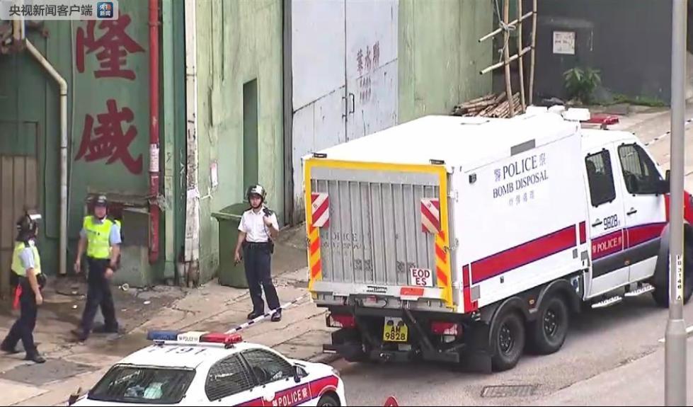 香港警方突击搜查发现爆炸品 封锁现场进行引爆