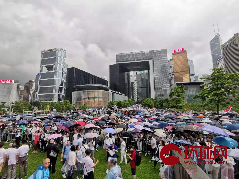 """全港各界""""守护香港""""和平集会正式开始:""""反对暴力!香港加油!"""""""