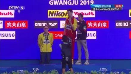 《孙杨400米自由泳四连冠!霍顿拒合影遭全场嘘声》