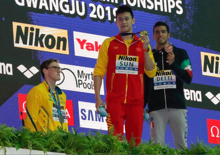世锦赛男子400米自由泳颁奖仪式 霍顿拒绝与孙杨合影