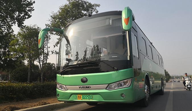 郑州新型公交亮相 可防乘客抢夺方向盘