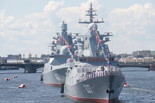 气派壮观 俄罗斯海军在圣彼得堡举行海军日阅兵彩排