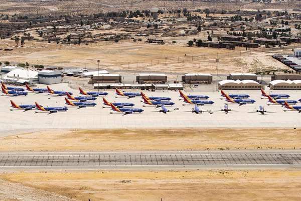 """画面震撼!波音-737Max客机现身美国加州""""飞机坟场"""""""