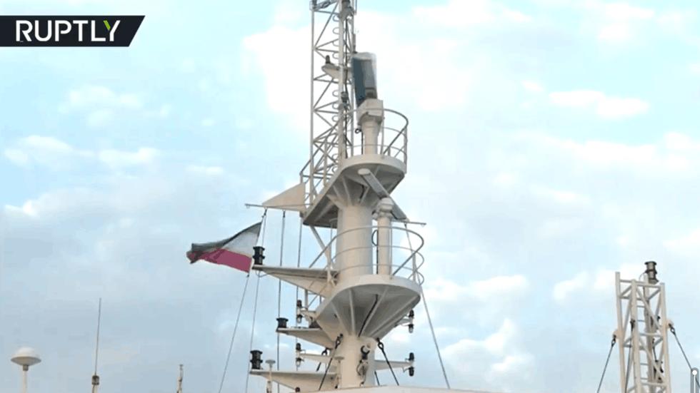 硬刚!伊朗公布被扣英国油轮视频:悬挂伊朗国旗,疑停伊南部港口
