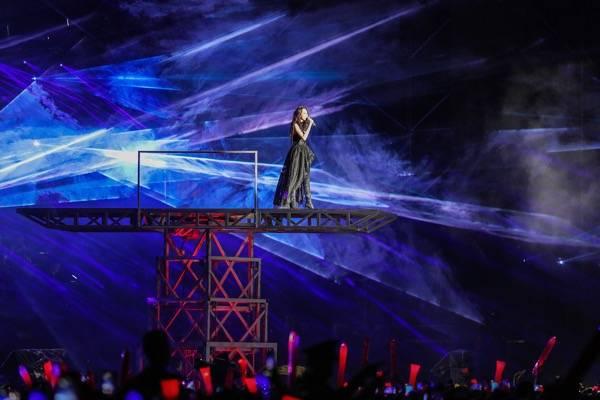 莫文蔚秀茉莉花与福州话 飓风改道为绝色舞台护航