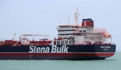 美媒曝伊朗扣押英国油轮前录音:服从就会安全