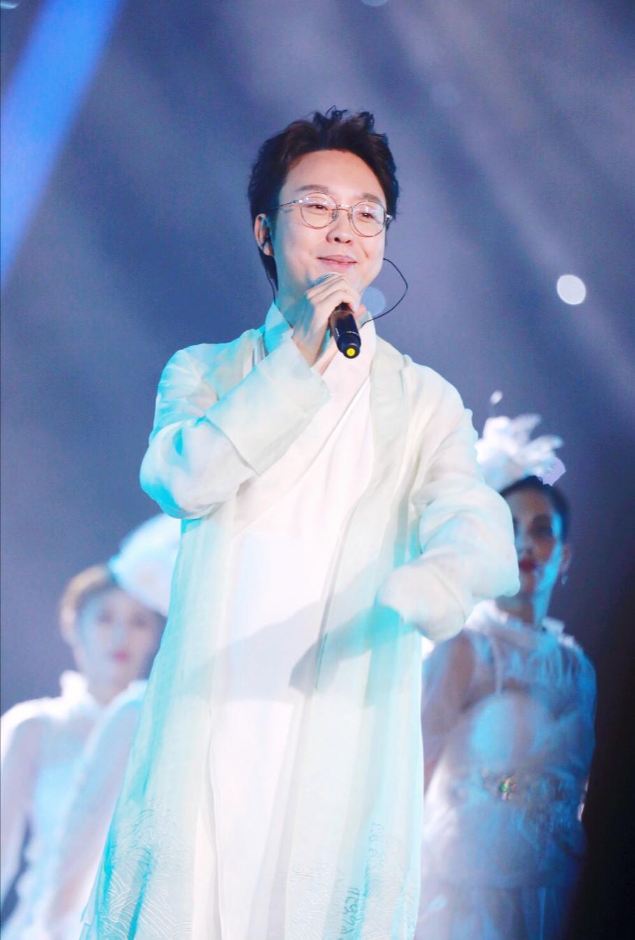 李玉刚生日亮相成龙国际动作电影周 众星齐聚致敬动作电影人