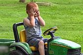 美国一两岁男孩失踪 竟是自驾玩具车去游乐场