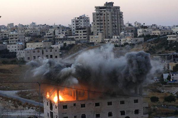 以色列军警强拆爆破巴勒斯坦人房屋