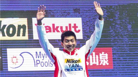 两天两破亚洲纪录 闫子贝登上领奖台