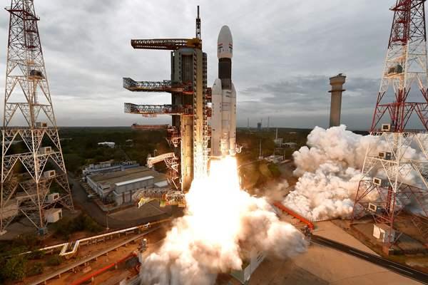 """印度""""月船2号""""探测器终于奔向月球 从去年4月推迟至今"""