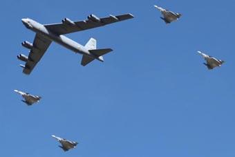 美军两架B-52轰炸机现身委内瑞拉邻国