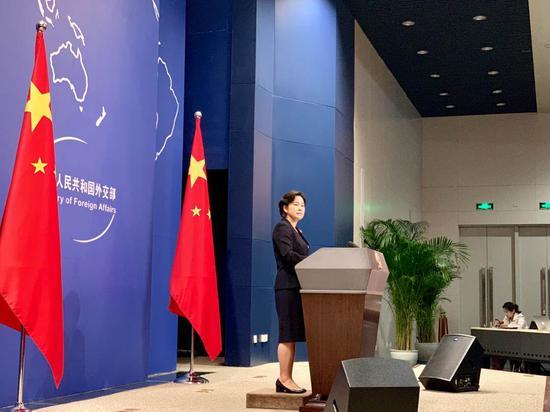 刚刚,华春莹反问香港记者:英国