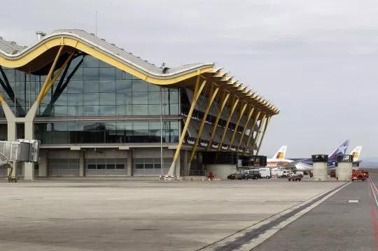 惊悚!西班牙机场一客机厕所发现裹布木乃伊胎儿