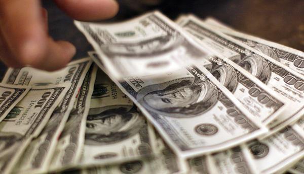 美国民主党总统竞选人警告:美国经济存在衰退风险