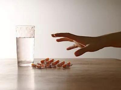 高烧不退,杭州女子一天吃下8颗退烧药,差点废掉两个肾