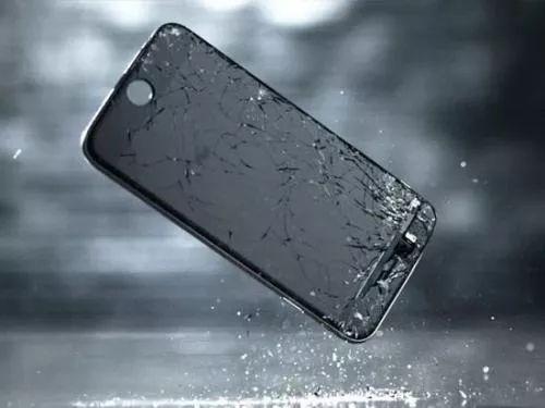 """买了手机碎屏险,真的能""""碎屏无忧,免费维修""""?"""