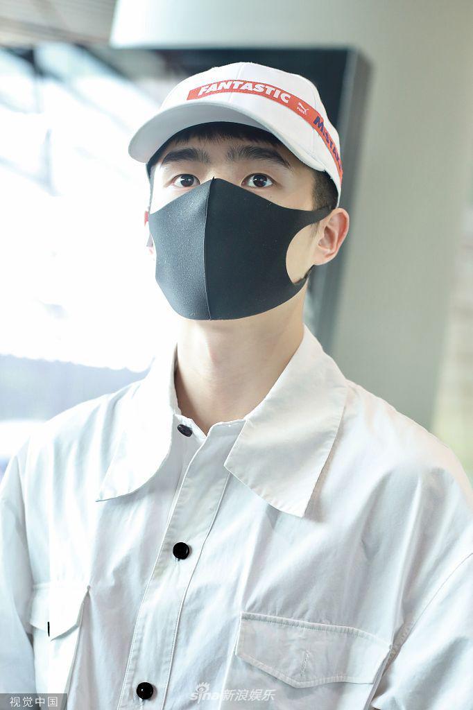 苏炸了!刘昊然化身白衬衫学长 眼神清澈少年感满满