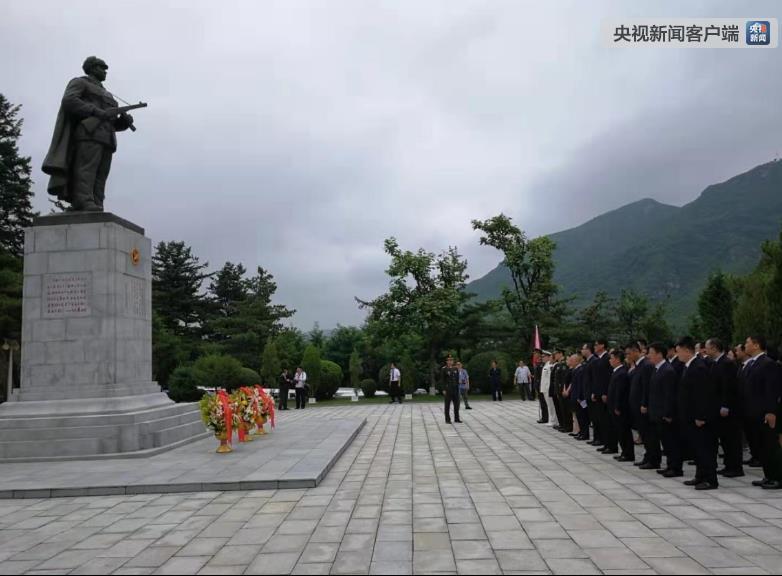 亲家好运来电视剧恶魔公主天使心中国青年干部代表访朝 赴志愿军烈士陵园祭扫留念