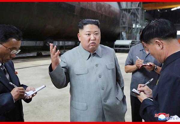 六合双龙奥特曼卷帘绿魔金正恩观察朝鲜新制作潜艇,朝媒:行将布置在朝鲜东部海域