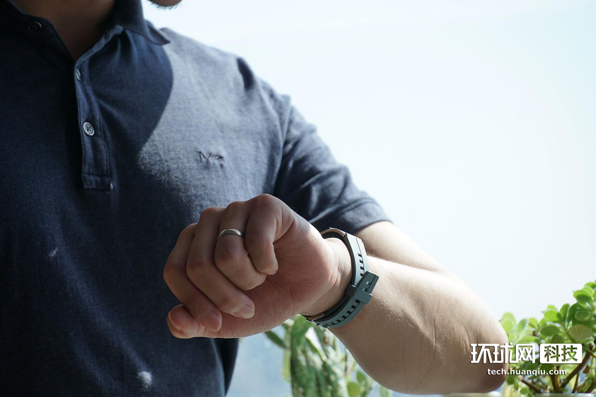 华为手环B5铅石青色体验:夏日气息难掩商务气质
