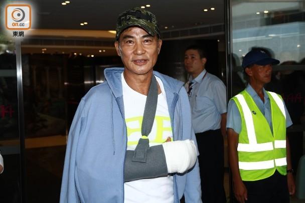 任达华接受治疗4天后出院,发微博报平安:我们回家