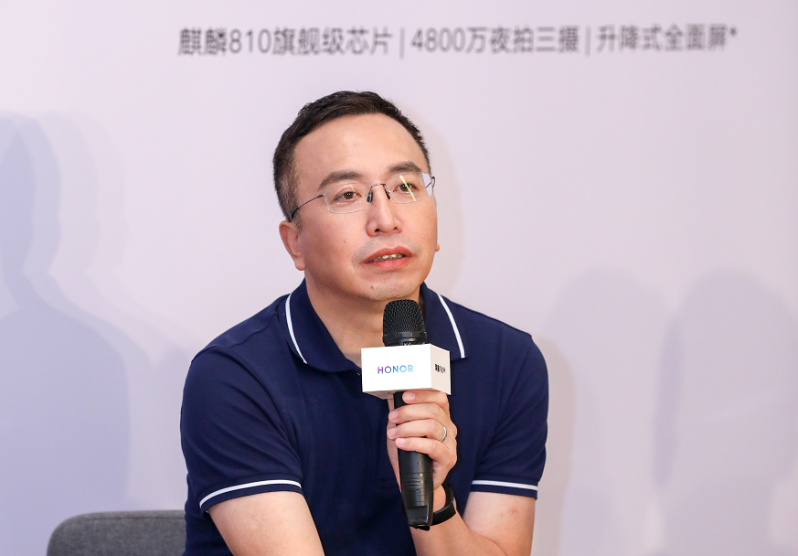 "9X手机定价低到""残暴"" 荣耀赵明:为甩开对手"
