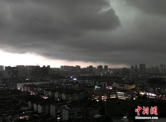 强对流天气蓝色预警发布 东北等多地将有雷暴大风