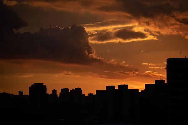 """""""他们摧毁了电力系统"""":马杜罗称美国造成委内瑞拉大停电"""
