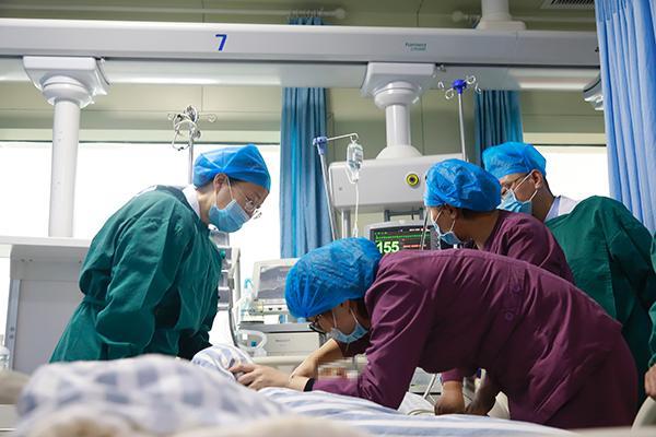 凌晨获救的六盘水山体滑坡2岁男童:病情极危重,已多次手术