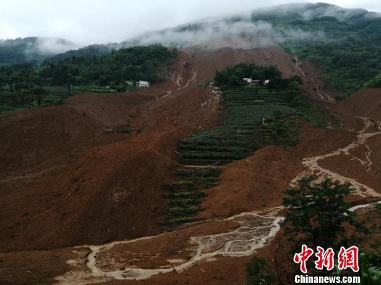 村民忆贵州水城山体滑坡瞬间:巨响如打雷 房子震动明显