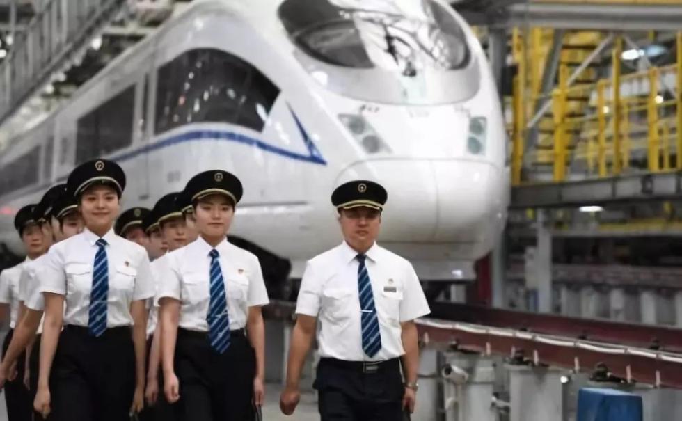 飒爽英姿!全国铁路动车组将迎来首批女司机