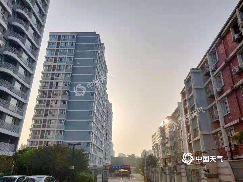 昼蒸夜煮!北京白天高温闷热夜间雨水淋淋