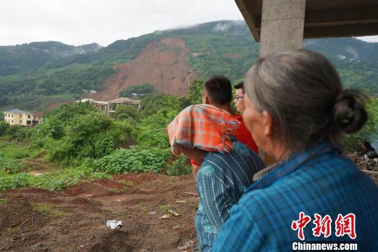 贵州水城山体滑坡已搜救出22人 11人生还11人遇难