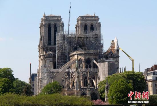 法国发布高温预警 炎热天气或致巴黎圣母院拱门倒塌