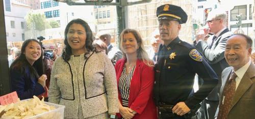 美媒:美国旧金山市长走访华埠商家 关注治安恶化问题