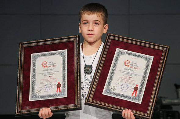 做什么赚钱俄罗斯6岁男孩做4618个俯卧撑 创两项世界纪录