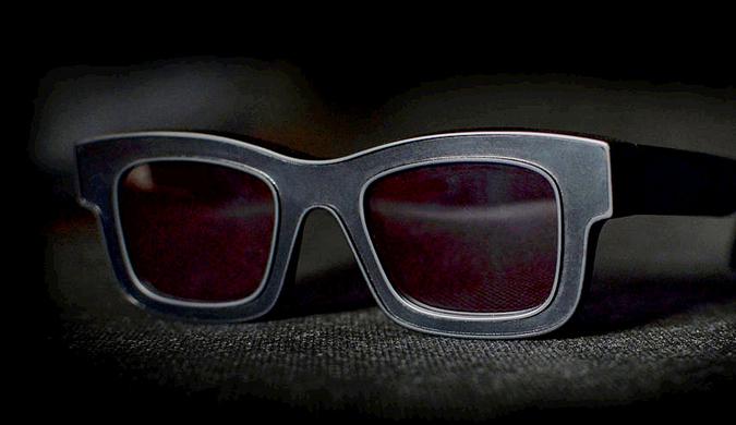 """新型反光墨镜令你在摄像头下完美""""隐形"""""""