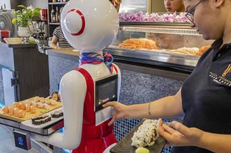 意大利一餐厅启用机器人服务员