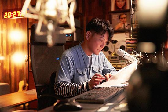 张信哲新歌《没资格难过》MV 艾伦诠释灵魂舞者