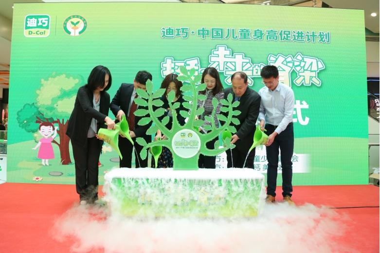 一百个孩子就有八个脊柱有问题? 迪巧联合中国儿基会公益项目关爱儿童脊柱健康