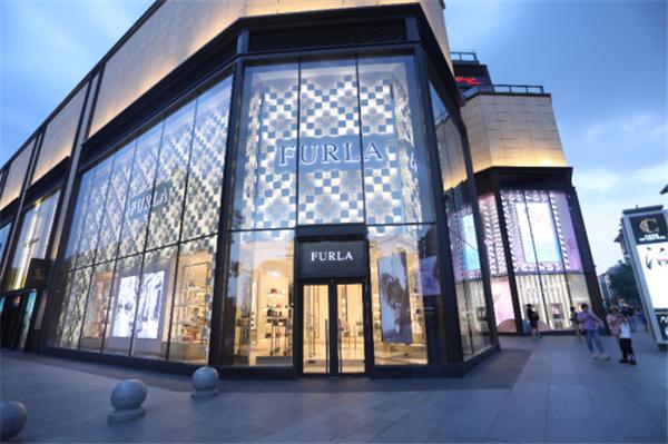 FURLA 2019秋冬将立体的设计、考究的材质、与摩登时尚相融合